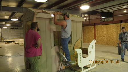 Highland Students Build Santa House and Sleigh