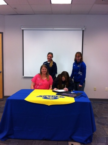 Scotties' Stewart Signs with Swedes