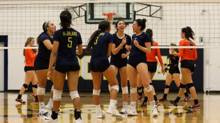 Highland Volleyball Beats Cowley to Host District Tournament